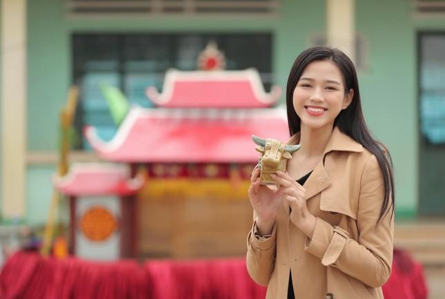 Mai Phương Thúy mặc kín mít vẫn gợi cảm, Diễm Hương khoe dáng nóng bỏng với bikini ảnh 12