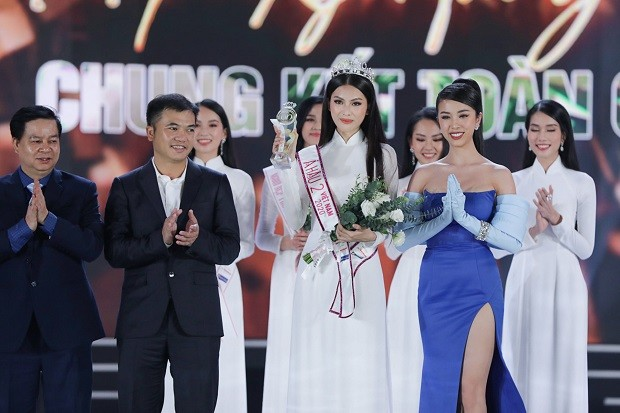 Top 3 HHVN 2020: Đỗ Thị Hà miệt mài từ thiện, Phương Anh – Ngọc Thảo chuẩn bị 'chinh chiến' quốc tế ảnh 17