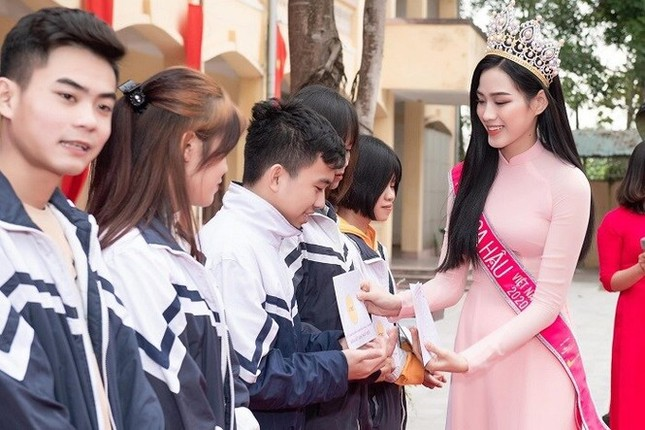 Top 3 HHVN 2020: Đỗ Thị Hà miệt mài từ thiện, Phương Anh – Ngọc Thảo chuẩn bị 'chinh chiến' quốc tế ảnh 3