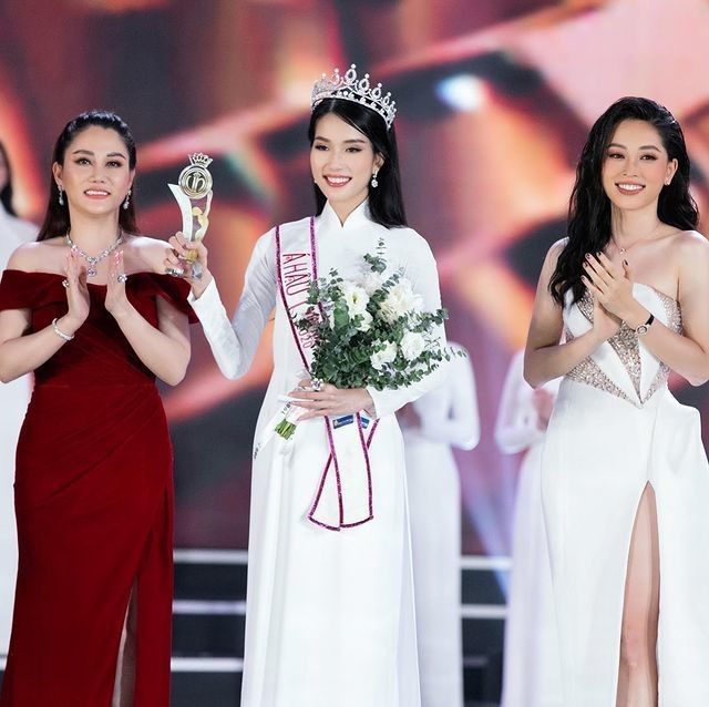 Top 3 HHVN 2020: Đỗ Thị Hà miệt mài từ thiện, Phương Anh – Ngọc Thảo chuẩn bị 'chinh chiến' quốc tế ảnh 9