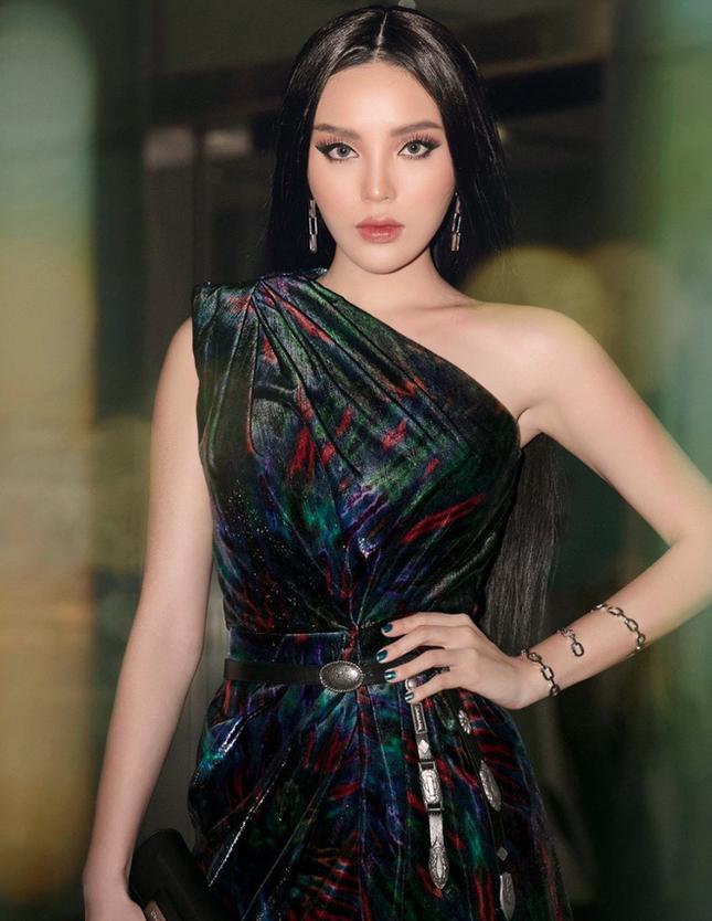 Top 3 HHVN 2014: Kỳ Duyên-Huyền My miệt mài hoạt động showbiz, Diễm Trang yên bề gia thất ảnh 4