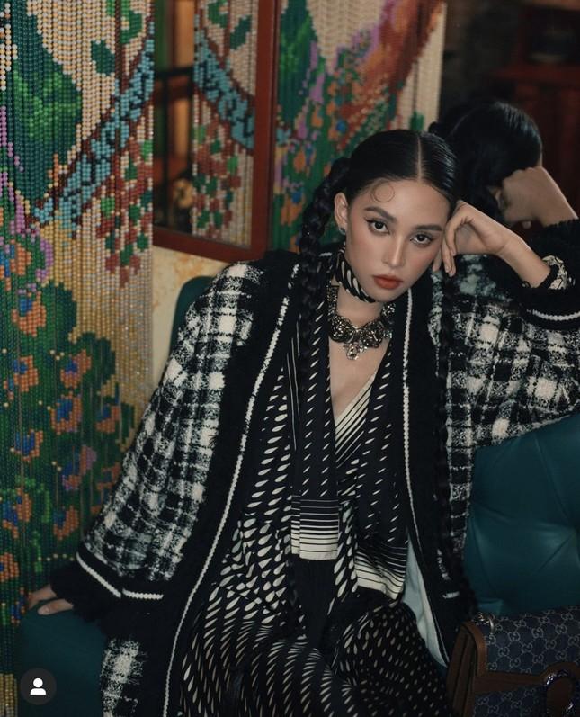 Tiểu Vy khoe thần thái 'đỉnh cao' tựa fashionista, Cẩm Đan vai trần quyến rũ ảnh 2