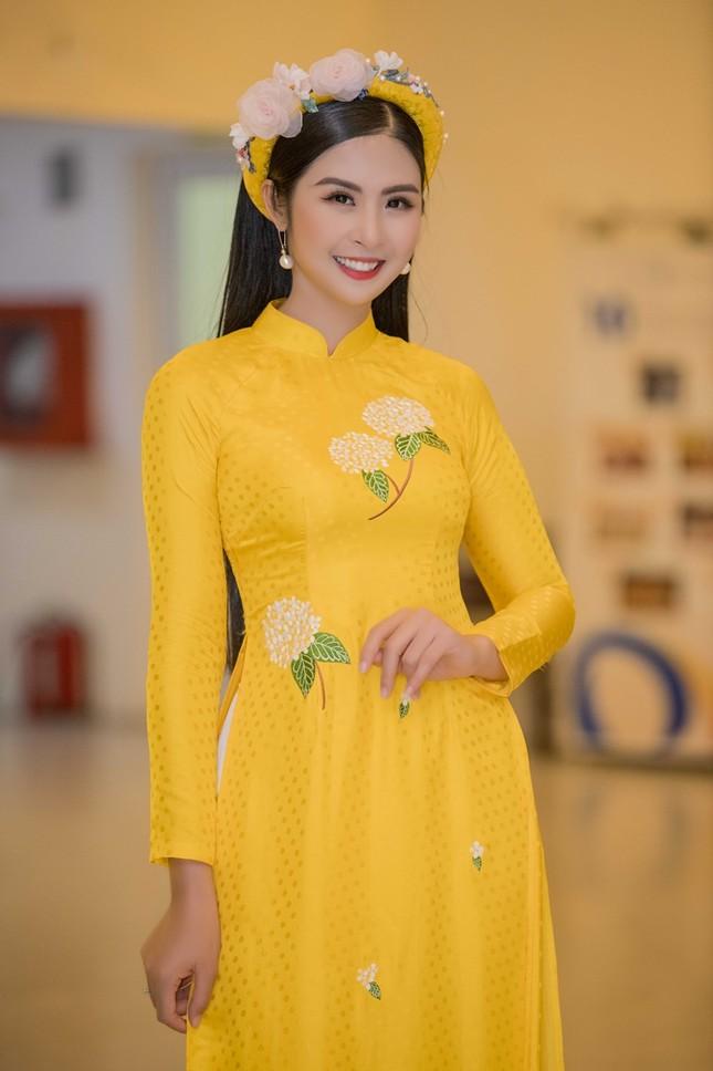 Top 3 HHVN 2010: Ngọc Hân thành nhà thiết kế nổi tiếng, Á hậu Hoàng My chu du khắp thế giới ảnh 4