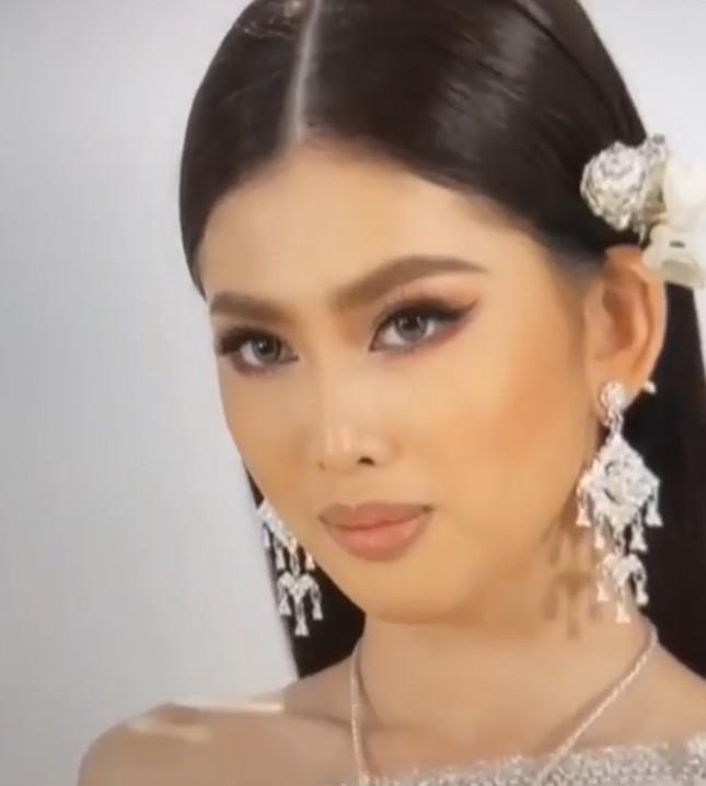 Sau màn catwalk lốc xoáy 3 vòng, Á hậu Ngọc Thảo hóa thân thành gái Thái xinh đẹp khiến fans trầm trồ ảnh 3