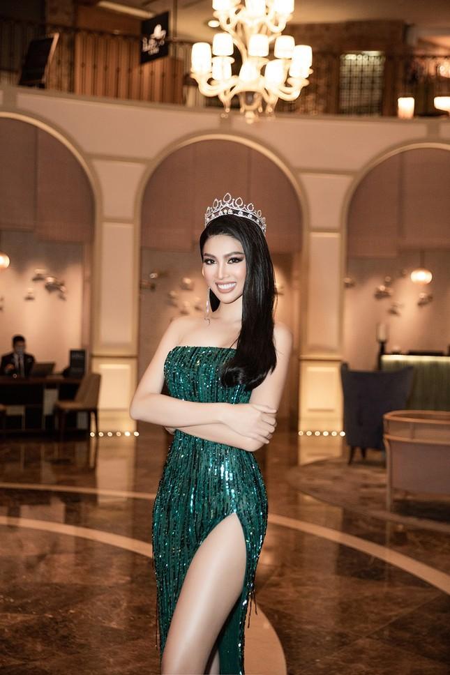 Sau màn catwalk lốc xoáy 3 vòng, Á hậu Ngọc Thảo hóa thân thành gái Thái xinh đẹp khiến fans trầm trồ ảnh 7