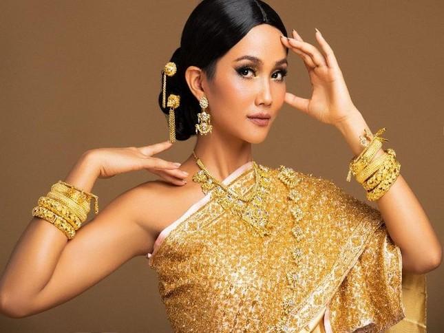Sau màn catwalk lốc xoáy 3 vòng, Á hậu Ngọc Thảo hóa thân thành gái Thái xinh đẹp khiến fans trầm trồ ảnh 6