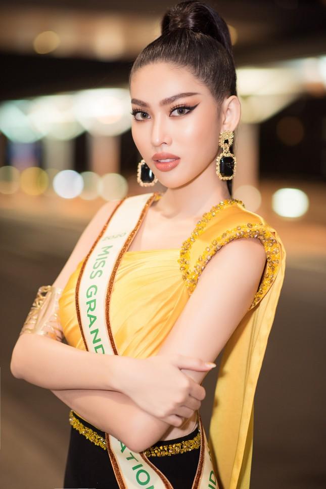Vừa tới Thái Lan, Á hậu Ngọc Thảo lọt top 10 thí sinh được yêu thích nhất Miss Grand 2021 ảnh 5
