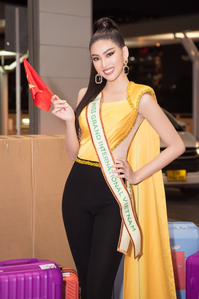 Vừa tới Thái Lan, Á hậu Ngọc Thảo lọt top 10 thí sinh được yêu thích nhất Miss Grand 2021 ảnh 3