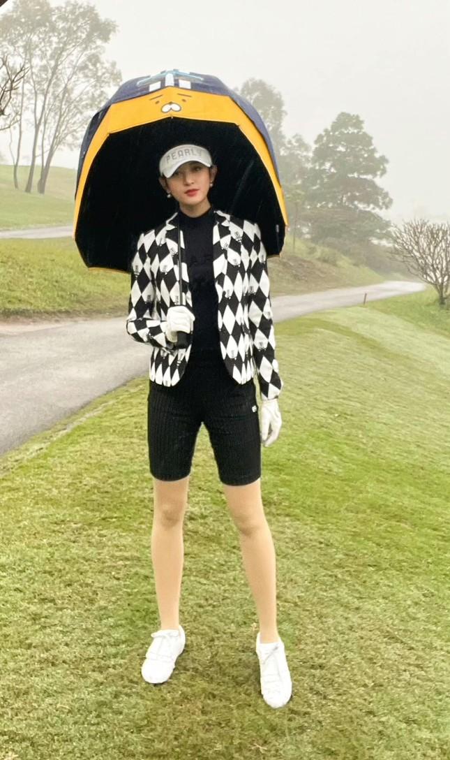 Hoa hậu Diễm Hương nóng bỏng với áo tắm, Người đẹp Nhân ái Thùy Tiên quyến rũ trên du thuyền ảnh 12