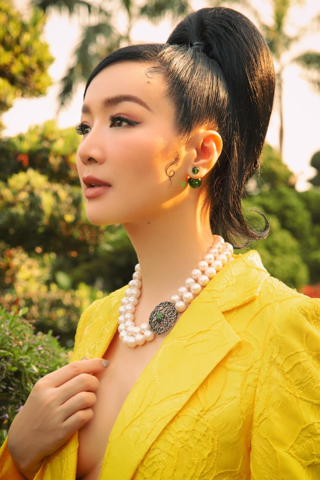 Hoa hậu Diễm Hương nóng bỏng với áo tắm, Người đẹp Nhân ái Thùy Tiên quyến rũ trên du thuyền ảnh 7