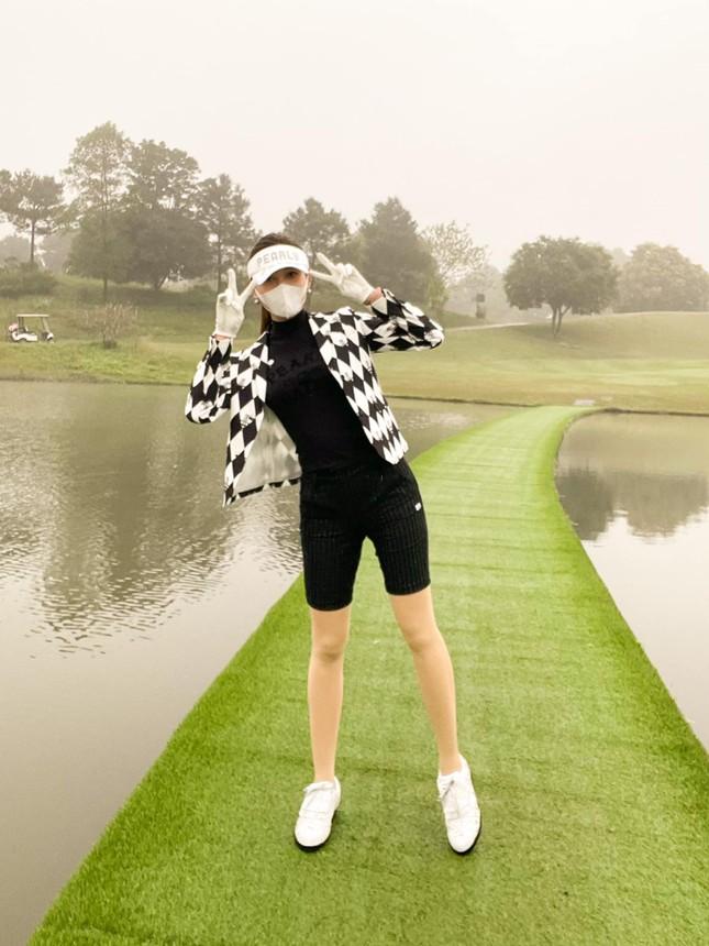 Hoa hậu Diễm Hương nóng bỏng với áo tắm, Người đẹp Nhân ái Thùy Tiên quyến rũ trên du thuyền ảnh 11