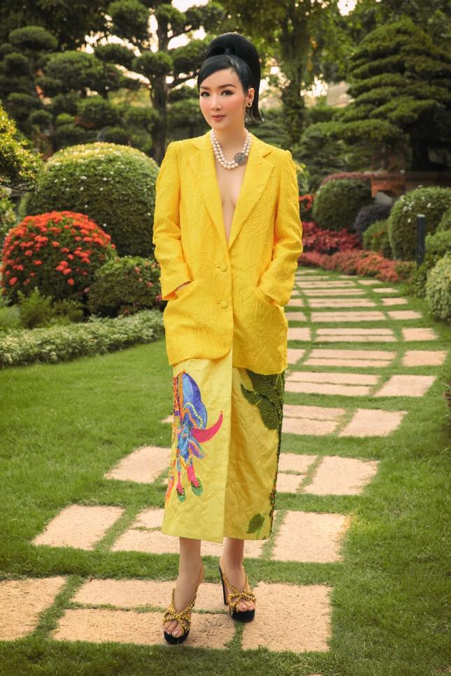Hoa hậu Diễm Hương nóng bỏng với áo tắm, Người đẹp Nhân ái Thùy Tiên quyến rũ trên du thuyền ảnh 5
