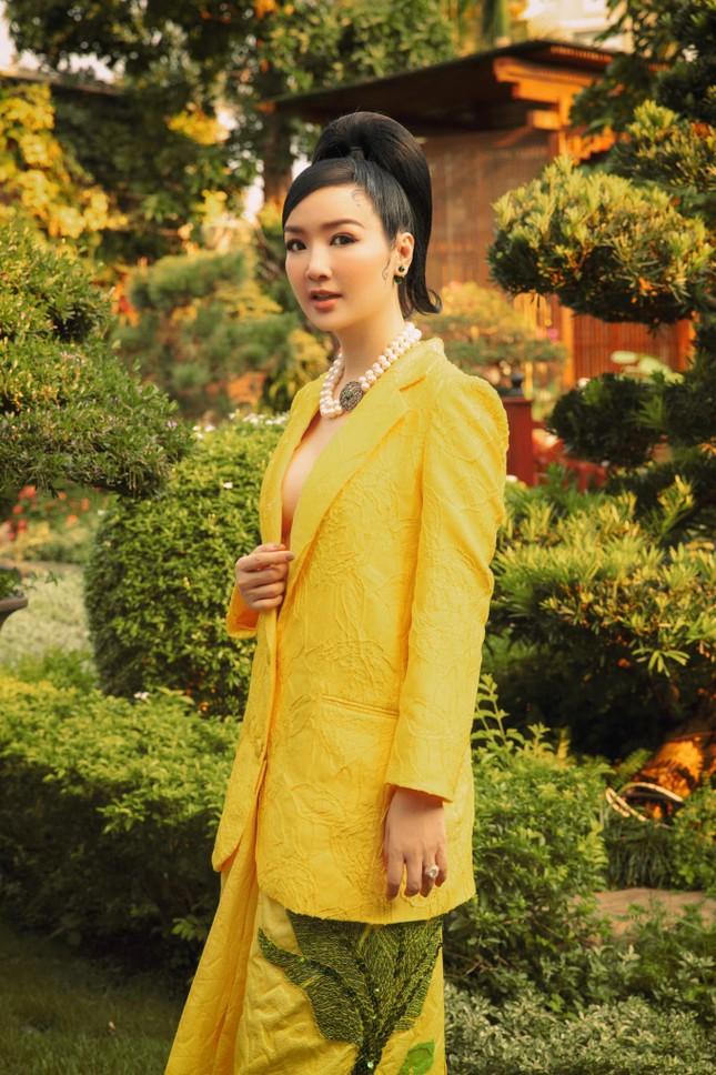Hoa hậu Diễm Hương nóng bỏng với áo tắm, Người đẹp Nhân ái Thùy Tiên quyến rũ trên du thuyền ảnh 6