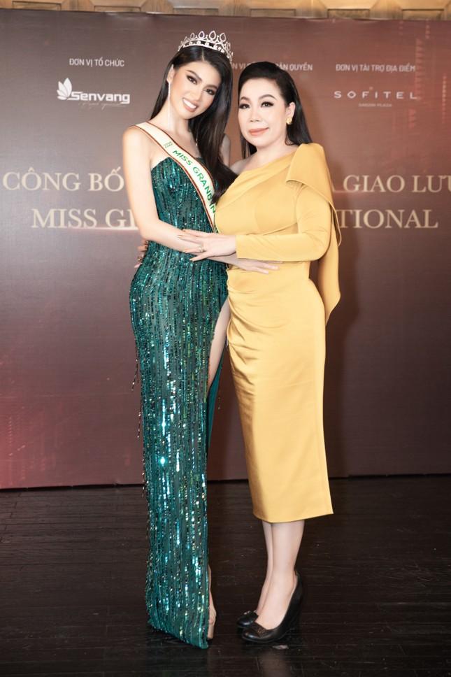 Lộ diện váy dạ hội lộng lẫy mang thông điệp hòa bình của Ngọc Thảo tại Miss Grand 2021 ảnh 2