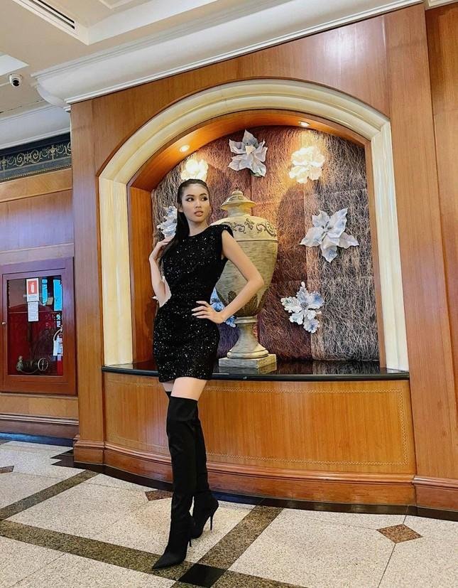 Vừa hết cách ly, Ngọc Thảo 'lên đồ' cực sang chảnh đi làm nail cùng Hoa hậu Philippines ảnh 1