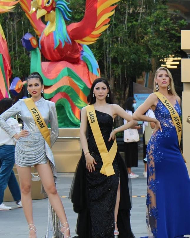 Á hậu Ngọc Thảo hô vang 'Việt Nam' trong họp báo tại Miss Grand ảnh 9
