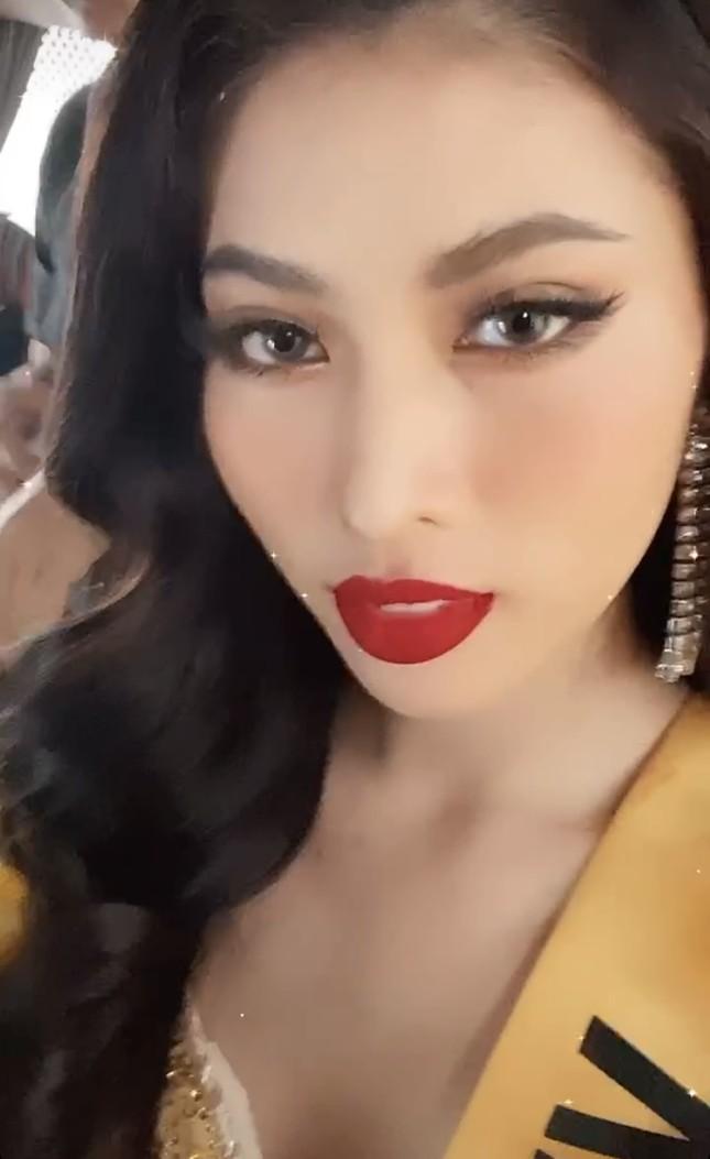 Á hậu Ngọc Thảo hô vang 'Việt Nam' trong họp báo tại Miss Grand ảnh 4