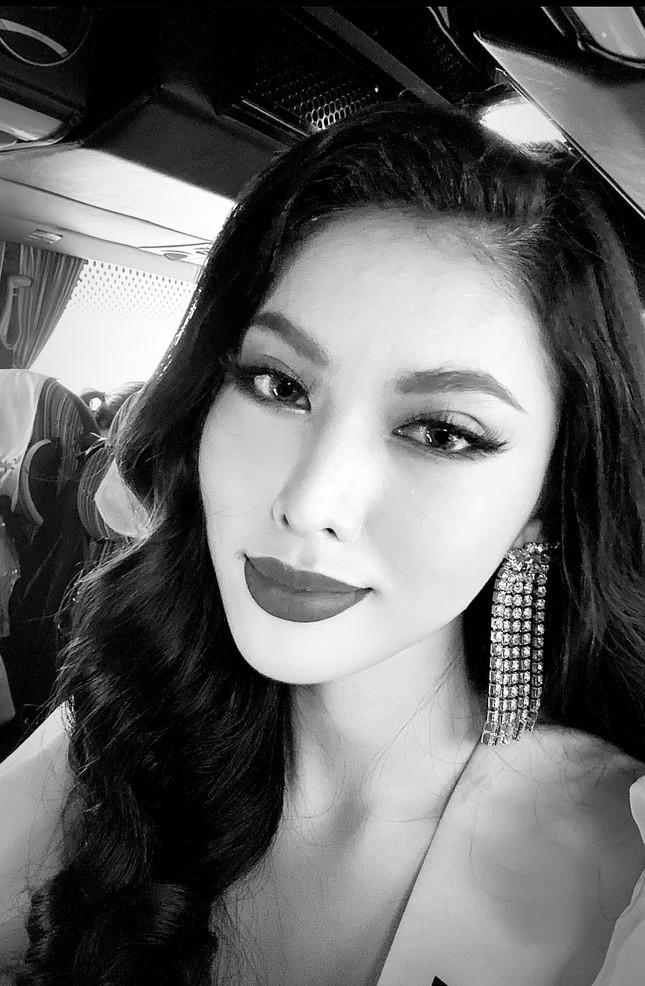 Á hậu Ngọc Thảo hô vang 'Việt Nam' trong họp báo tại Miss Grand ảnh 5