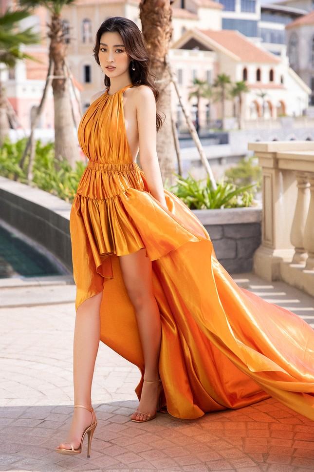 Dàn Hoa, Á hậu cùng diện sắc vàng khoe body nóng bỏng trên thảm đỏ thời trang ảnh 18