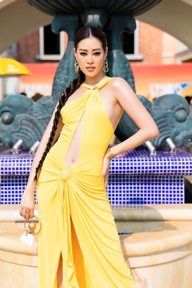 Dàn Hoa, Á hậu cùng diện sắc vàng khoe body nóng bỏng trên thảm đỏ thời trang ảnh 12