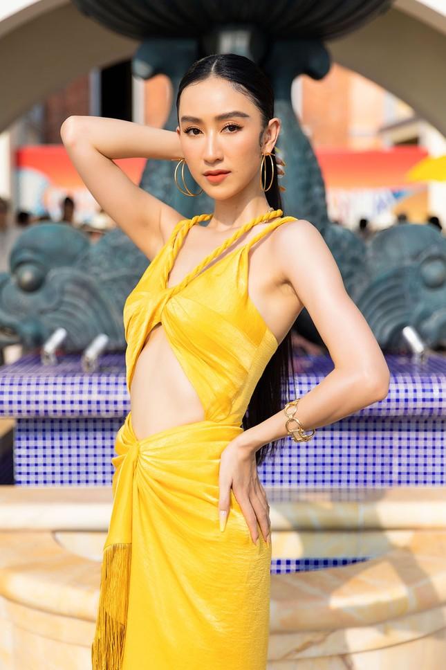 Dàn Hoa, Á hậu cùng diện sắc vàng khoe body nóng bỏng trên thảm đỏ thời trang ảnh 13