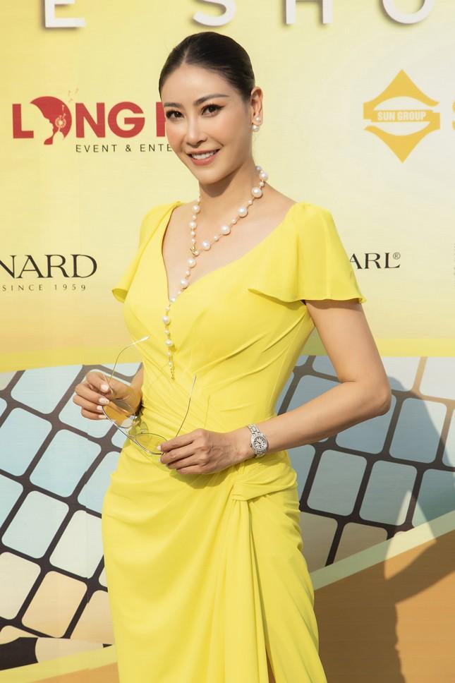 Dàn Hoa, Á hậu cùng diện sắc vàng khoe body nóng bỏng trên thảm đỏ thời trang ảnh 10