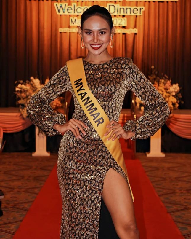 Sau 3 lần 'đụng hàng' Hương Giang, Ngọc Thảo mặc lại jumpsuit của Hoàng Thùy ở Miss Grand ảnh 10