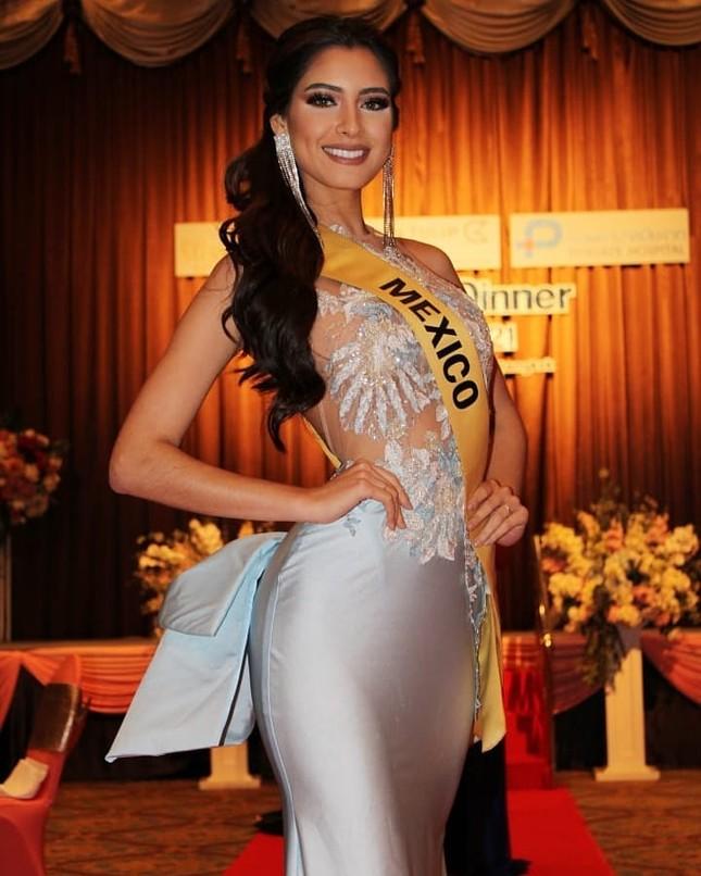 Sau 3 lần 'đụng hàng' Hương Giang, Ngọc Thảo mặc lại jumpsuit của Hoàng Thùy ở Miss Grand ảnh 11