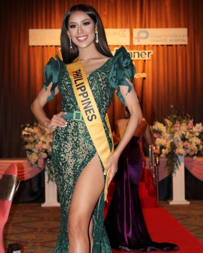 Sau 3 lần 'đụng hàng' Hương Giang, Ngọc Thảo mặc lại jumpsuit của Hoàng Thùy ở Miss Grand ảnh 12