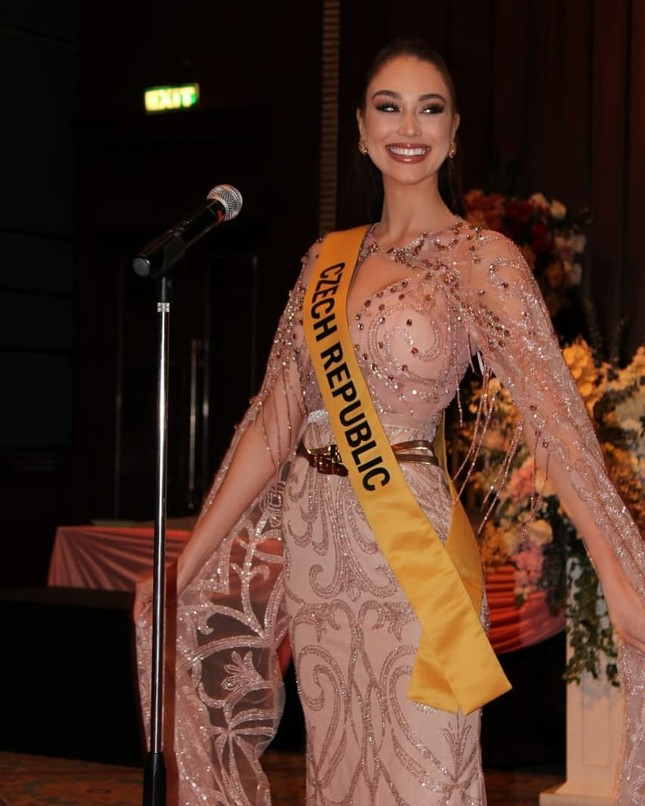 Sau 3 lần 'đụng hàng' Hương Giang, Ngọc Thảo mặc lại jumpsuit của Hoàng Thùy ở Miss Grand ảnh 15