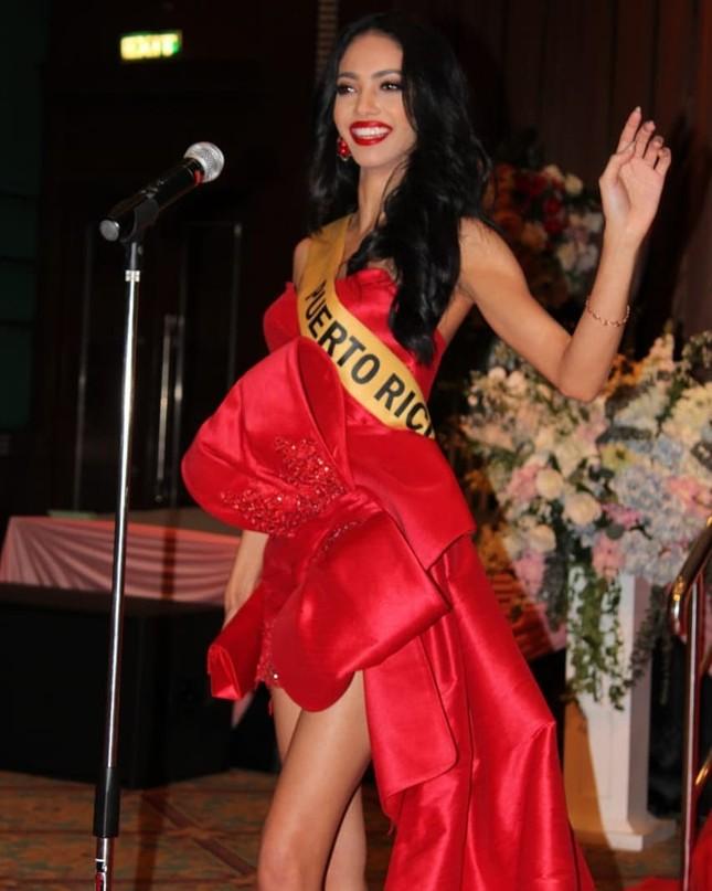 Sau 3 lần 'đụng hàng' Hương Giang, Ngọc Thảo mặc lại jumpsuit của Hoàng Thùy ở Miss Grand ảnh 14