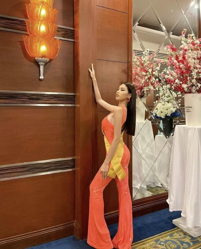 Sau 3 lần 'đụng hàng' Hương Giang, Ngọc Thảo mặc lại jumpsuit của Hoàng Thùy ở Miss Grand ảnh 3