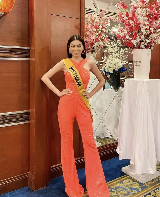 Sau 3 lần 'đụng hàng' Hương Giang, Ngọc Thảo mặc lại jumpsuit của Hoàng Thùy ở Miss Grand ảnh 1