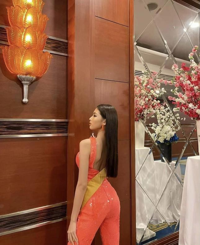 Sau 3 lần 'đụng hàng' Hương Giang, Ngọc Thảo mặc lại jumpsuit của Hoàng Thùy ở Miss Grand ảnh 5