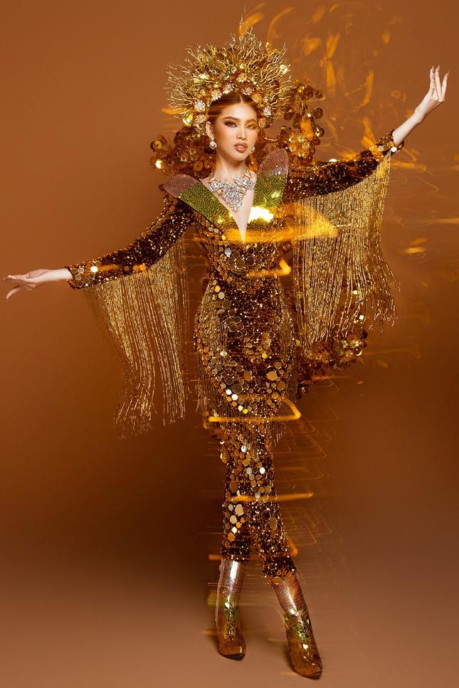 Hé lộ trang phục dân tộc nặng 30 kg cực lộng lẫy của Ngọc Thảo tại Miss Grand ảnh 8