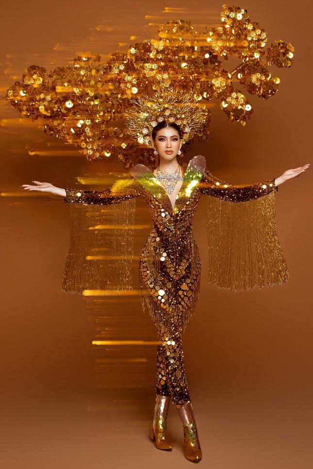 Hé lộ trang phục dân tộc nặng 30 kg cực lộng lẫy của Ngọc Thảo tại Miss Grand ảnh 6