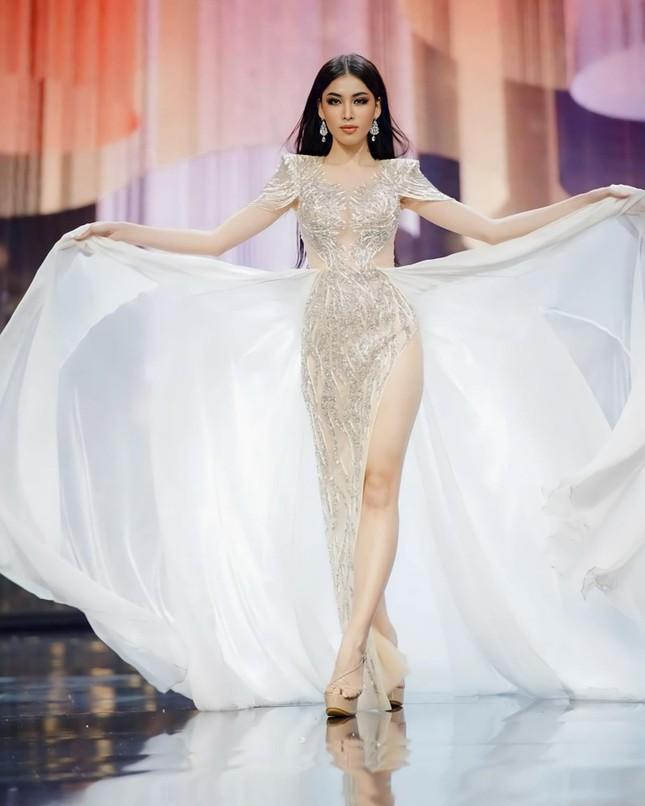 Ngọc Thảo catwalk thần sầu, 'gây bão' với màn hất váy tại bán kết Miss Grand ảnh 1