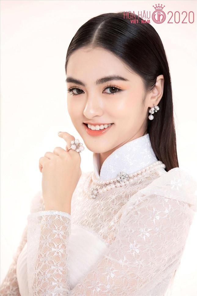 Những người đẹp có thành tích học tập 'khủng' của Hoa hậu Việt Nam giờ ra sao? ảnh 13