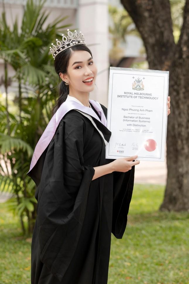 Những người đẹp có thành tích học tập 'khủng' của Hoa hậu Việt Nam giờ ra sao? ảnh 17