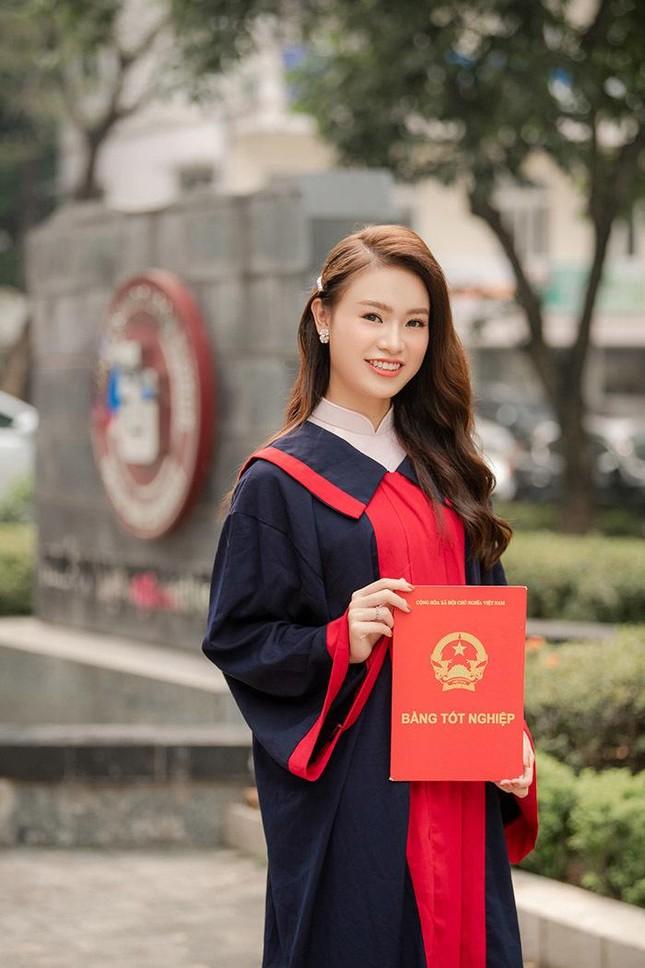 Những người đẹp có thành tích học tập 'khủng' của Hoa hậu Việt Nam giờ ra sao? ảnh 2