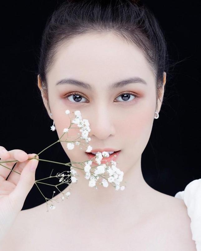 Những người đẹp có thành tích học tập 'khủng' của Hoa hậu Việt Nam giờ ra sao? ảnh 9
