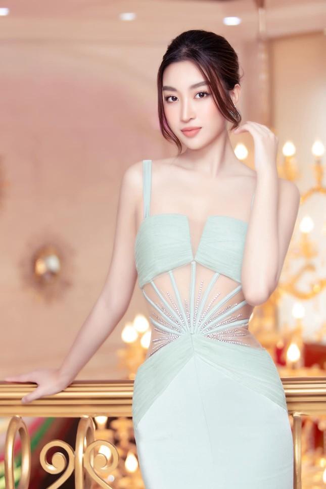Gu thời trang 'thăng hạng' ngày càng nóng bỏng, táo bạo của Hoa hậu Đỗ Mỹ Linh ảnh 8