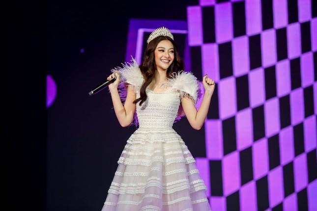 Á hậu Phương Nga đẹp lộng lẫy tựa 'nữ thần', H'Hen Niê khoe eo nóng bỏng với váy áo rực rỡ ảnh 4