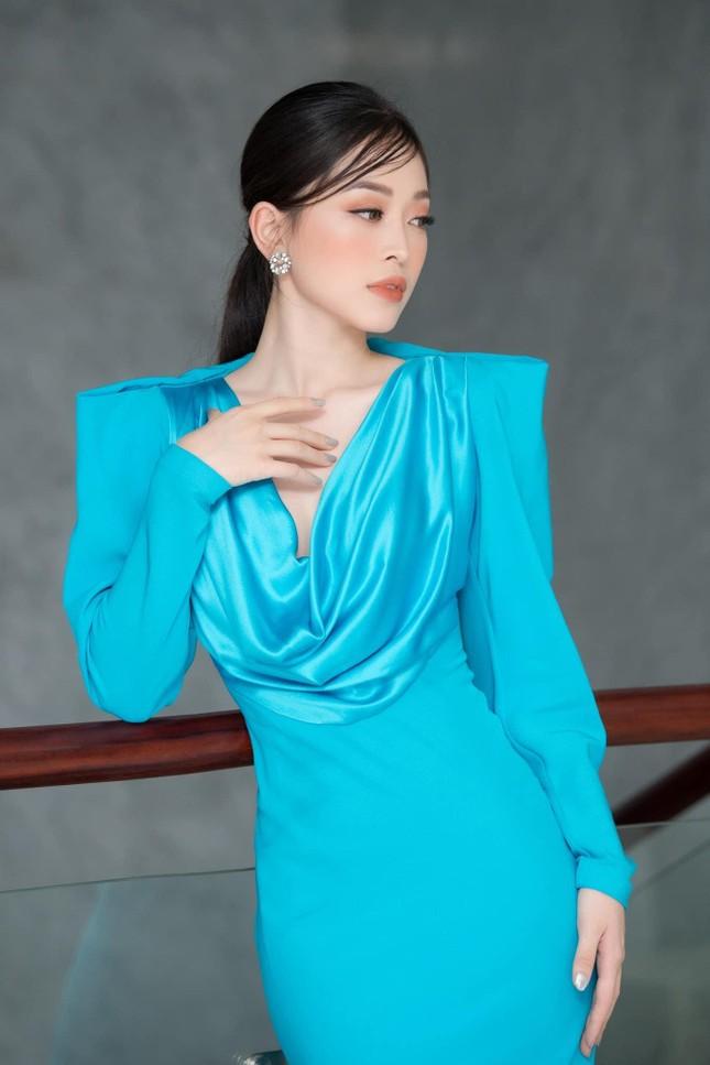 Á hậu Phương Nga đẹp lộng lẫy tựa 'nữ thần', H'Hen Niê khoe eo nóng bỏng với váy áo rực rỡ ảnh 1