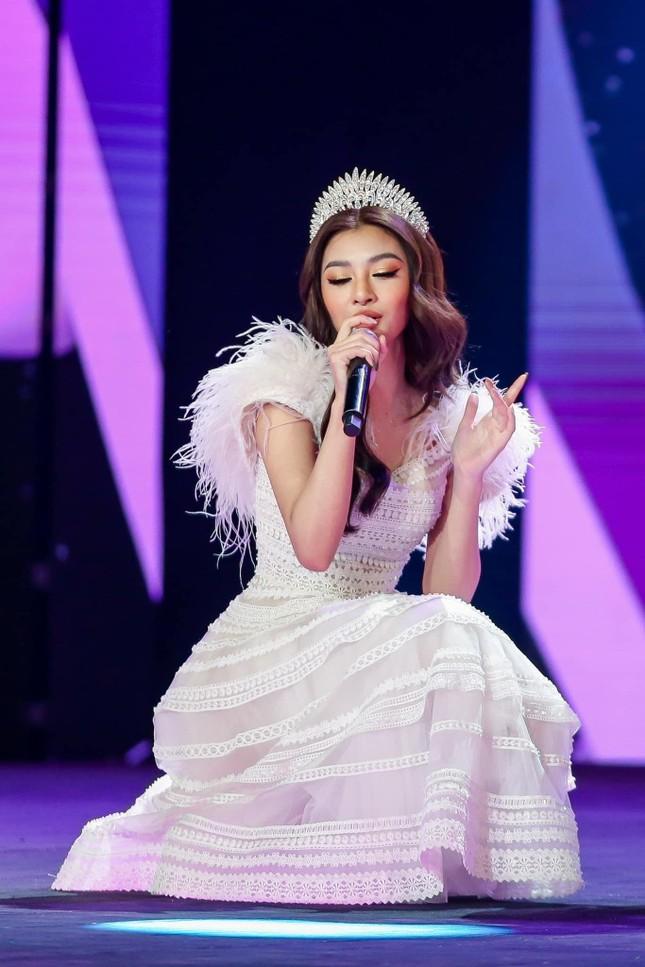 Á hậu Phương Nga đẹp lộng lẫy tựa 'nữ thần', H'Hen Niê khoe eo nóng bỏng với váy áo rực rỡ ảnh 5