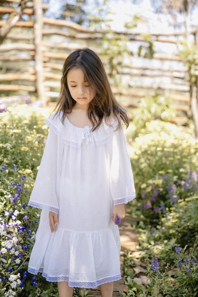 Con gái Hoa hậu Hà Kiều Anh ra dáng 'tiểu mỹ nhân', đẹp mong manh tựa nàng thơ ảnh 5
