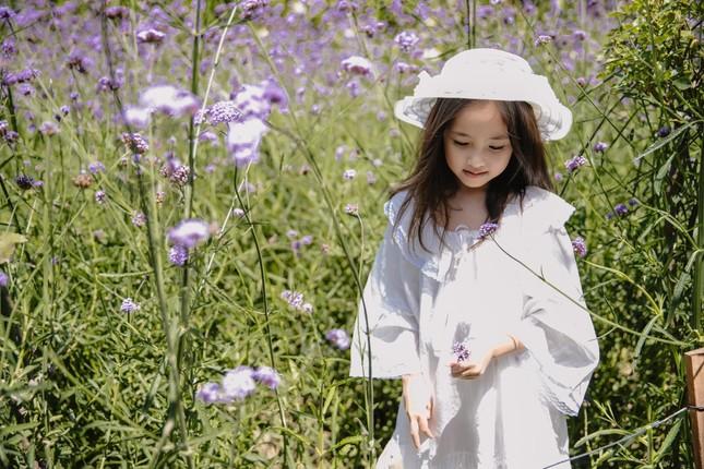 Con gái Hoa hậu Hà Kiều Anh ra dáng 'tiểu mỹ nhân', đẹp mong manh tựa nàng thơ ảnh 6