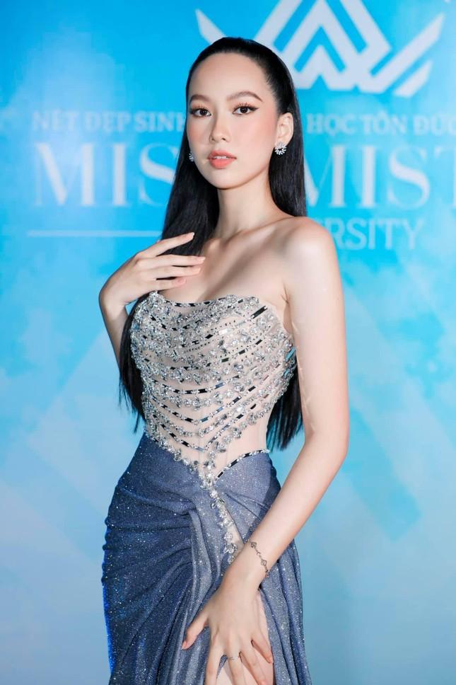 Á hậu Thuý An mặc váy cúp ngực sexy, 'Người đẹp làn da' Phương Quỳnh kiêu sa tựa 'nữ thần' ảnh 3