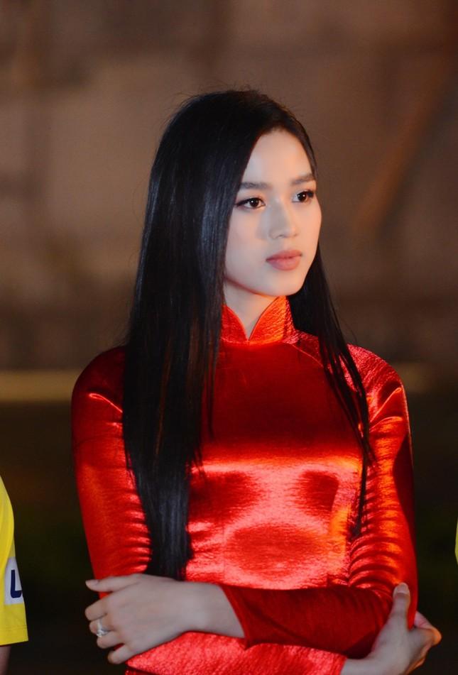 Khoảnh khắc Đỗ Thị Hà được fan khen xinh giống Hoa hậu Thế giới Trương Tử Lâm 'gây sốt' ảnh 1