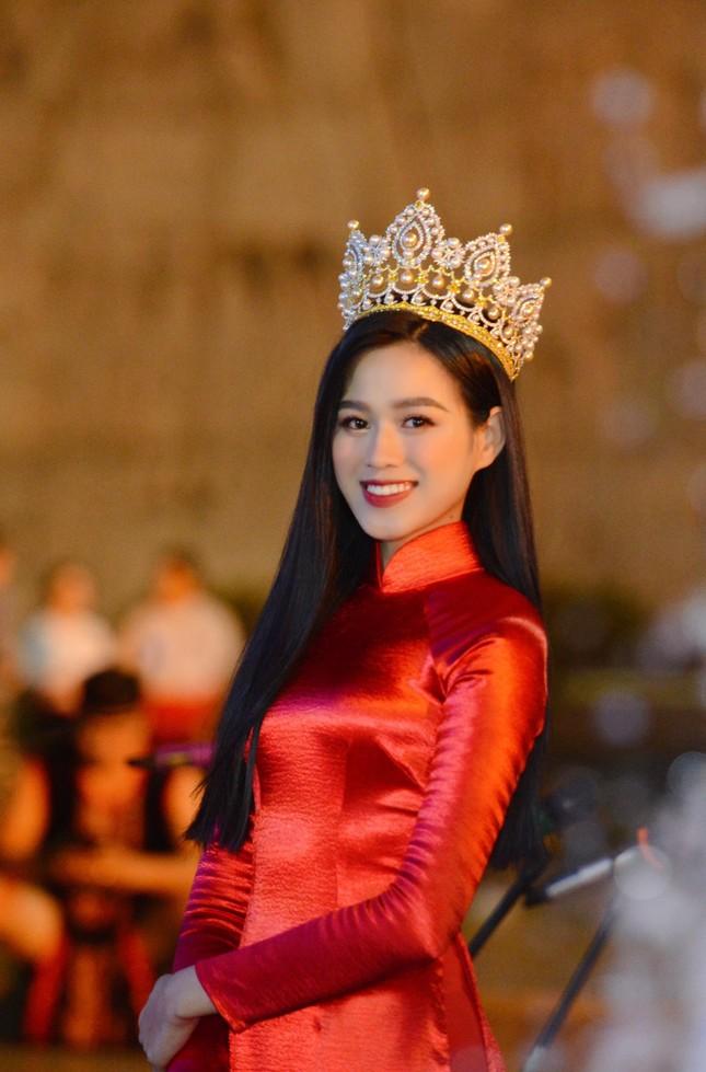 Khoảnh khắc Đỗ Thị Hà được fan khen xinh giống Hoa hậu Thế giới Trương Tử Lâm 'gây sốt' ảnh 2